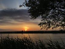 Die Dunkelheit, die nach einem schönen Sonnenuntergang kommt Lizenzfreie Stockbilder