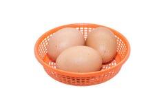Die Eier in einem Korb Lizenzfreies Stockfoto