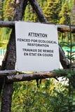 Die eingezäunte Aufmerksamkeit ist für ökologisches Wiederherstellungszeichen stockbilder