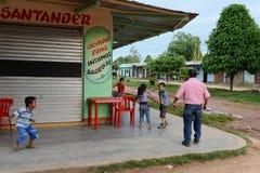 Die Einheimischen auf den Straßen der Stadt Stockfoto