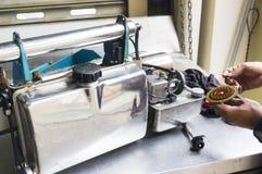 Die Einnebelung bearbeitet Ausrüstung maschinell, um für Tötungen Aedesmoskito zu verwenden Lizenzfreie Stockfotografie