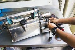 Die Einnebelung bearbeitet Ausrüstung maschinell, um für Tötungen Aedesmoskito zu verwenden Lizenzfreies Stockfoto