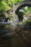 Die Einsiedlerei-Brücke in Perthshire Schottland mit Fluss flüssiges t Stockbild