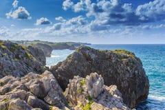 Die einzigartigen Klippen der Küsten von Kantabrien lizenzfreies stockbild