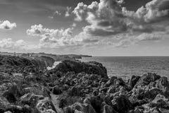 Die einzigartigen Klippen der Küsten von Kantabrien stockfotografie