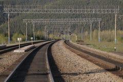 Die Eisenbahn in den Bergen Lizenzfreie Stockfotos