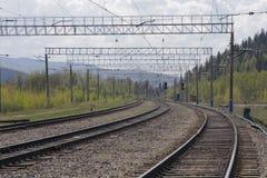 Die Eisenbahn in den Bergen Lizenzfreies Stockfoto