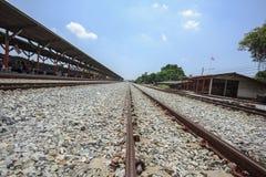 Die Eisenbahn ist ein Weg für das Transportieren von Waren und von Passagieren stockfoto