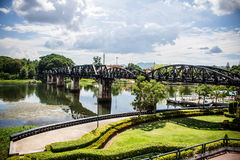 Die Eisenbahnbrücke über dem Fluss Lizenzfreies Stockfoto
