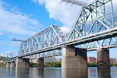 Die Eisenbahnbrücke über dem Fluss Yenisei Lizenzfreies Stockbild