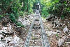 Die Eisenbahnen auf Berg stockfotos