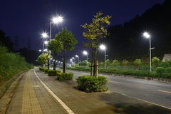 Die energiesparende Straßenbeleuchtung hergestellt durch LED Lizenzfreies Stockbild