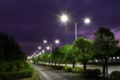 Die energiesparende Straßenbeleuchtung hergestellt durch LED Stockbilder