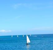 Die Enige Zeilboot Royalty-vrije Stock Fotografie