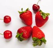 Die Erdbeere auf weißem Hintergrund Lizenzfreie Stockfotografie