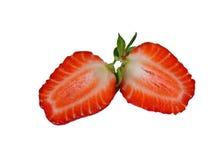 Die Erdbeere halb und halb geschnitten Stockfotografie