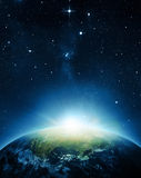 Die Erde mit Sonnenaufgang Lizenzfreie Stockfotografie