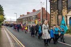 Die Erinnerungs-Parade auf Erinnerung Sonntag 2016 in Wrexham Wales stockfotos