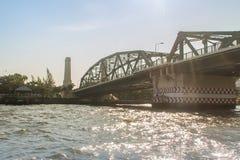 Die Erinnerungsbrücke, bekannt als Brücke Phra Phuttayotfa, eine Klappbrücke über Chao Phraya River in Bangkok, Thailand, connect lizenzfreie stockfotografie