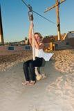Die Erregung einer Ziplinie holt immer ein Lächeln Stockfoto