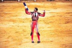 Die erzürnten Stierangriffe der Stierkämpfer Spanien 2017 07 25 2017 Vinaros monumentales Corrida de Toros Stockfotos