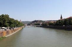 Die Etsch-Fluss. Verona Stockfotografie
