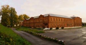 Die externe Architektur des Altbaus des 19. Jahrhunderts Russische Steinarchitektur des 19. Jahrhunderts Stockbild