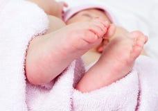 Die Füße des Babys Stockfotografie