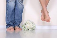 Die Füße des Paares Stockfotografie