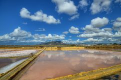 Die fabelhaften Salzpfannen von Trapan Stockbilder