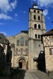 Die Fassade der Saint Pierre-Kirche in Beaulieu-sur-Dordogne, Frankreich stockfotos