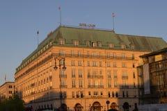 Die Fassade des Hotels Adlon in Berlin Stockfoto