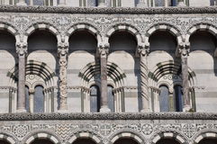 Die Fassade des San Michele in Foro in Lucca Stockfotos
