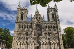 Die Fassade von Trondheim-Kathedrale Stockfotos