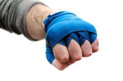 Die Faust eines Athleten, ein Boxer verbunden mit einer elastischen Binde stockfoto