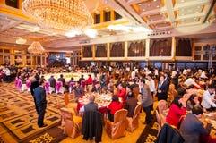 Die Feier des Chinesischen Neujahrsfests kommt für Abendessen Lizenzfreie Stockbilder