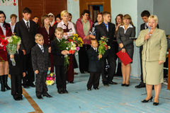 Die Feier des Tages des Wissens in einer der ländlichen Schulen der Kaluga-Region von Russland Lizenzfreie Stockfotografie