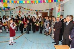 Die Feier des Tages des Wissens in einer der ländlichen Schulen der Kaluga-Region von Russland Stockbild