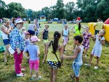 Die Feier eines russischen Militärfeiertags - der Tag von zerstreuten Kräften am 2. August 2016 in der Dorf Kremenskaya Kaluga Au Lizenzfreies Stockfoto