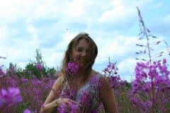 Die Felder werden mit Schönheit geschmückt stockfotografie