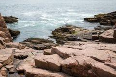 Die Felsen am Donner-Loch im Acadia-Nationalpark in Maine Stockbild