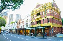 Die Felsen ist eine städtische Stelle, ein touristischer Bezirk und ein historischer Bereich des Sydney-` s Stadtzentrums stockbilder