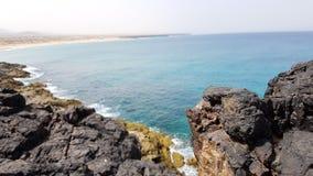 Die Felsen von Strand EL Cotillo lizenzfreies stockbild