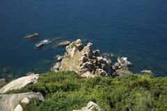 Die felsige Küste des Südchinameeres Stockfotografie