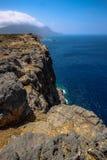 Die felsige Küste von Griechenland lizenzfreie stockfotografie