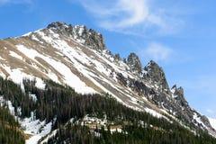 Die Felsspitzen von Colorado-` s nie Sommer-Bergen stockbild