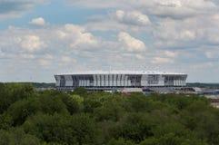 Die Fertigstellung des Stadions für die Fußballmeisterschaft in Rostow-Na-Donu Lizenzfreie Stockbilder