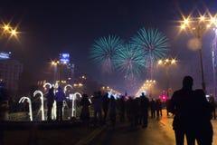 Die Feuerwerke des neuen Jahres Lizenzfreie Stockbilder