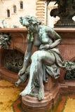 Die Figürchen an der Statue von Hygieia in Hamburg lizenzfreies stockbild