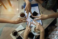 Die Fingersternform von der Teamwork, das Mitarbeiterkonzept, vereinigte Hände team, erfolgreich und Einheit des Teams lizenzfreie stockbilder